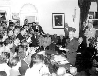 767px-President_Truman_announces_Japan's_surrender.jpg